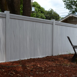 Picture of white streaked Lakeland vinyl fence with Maxwell Rail
