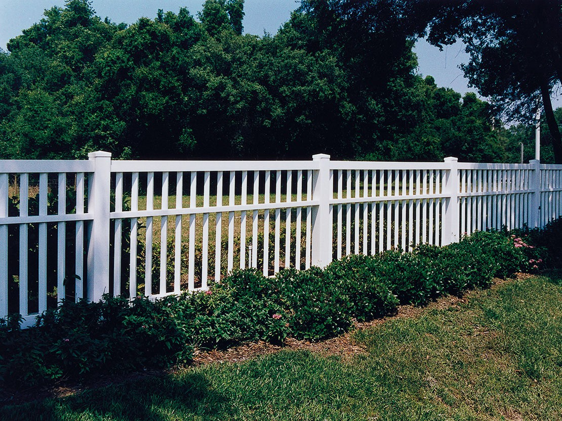 Lincolnshire Vinyl Picket Fence Picture