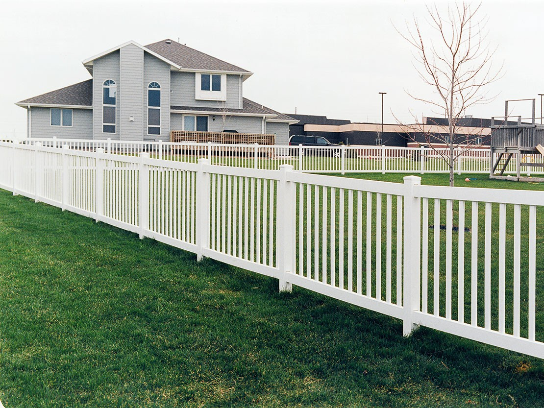 Pacific Vinyl Picket Fence Picture