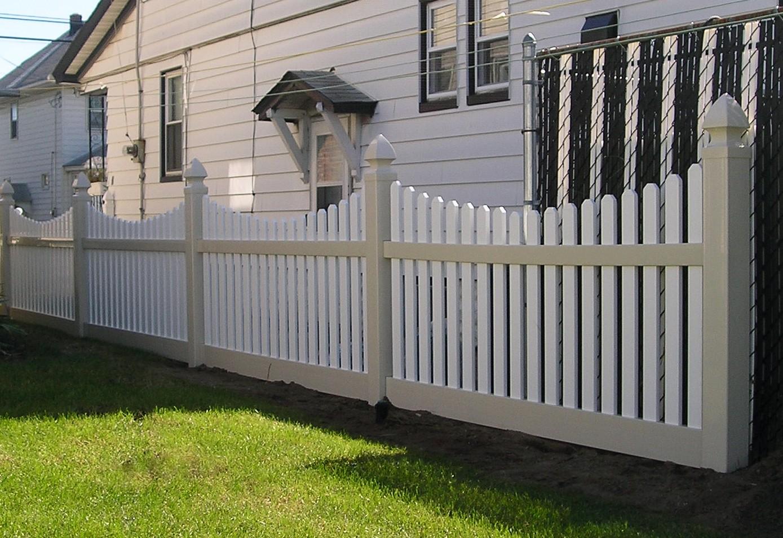 Avondale Vinyl PIcket Fence PIcture