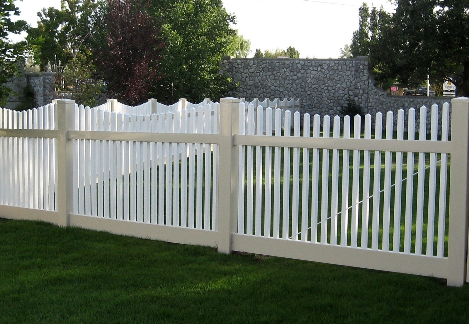Hampton Scallop Vinyl Picket Fence Picture