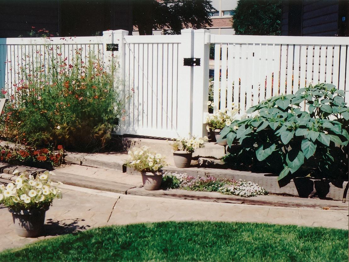 Rochester Semi-Privacy Vinyl Fence Picture