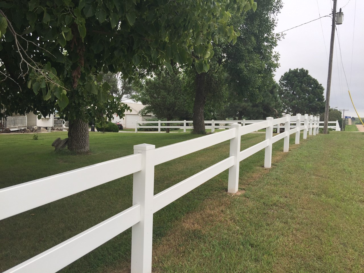 2 Rail Vinyl Fence PIcture