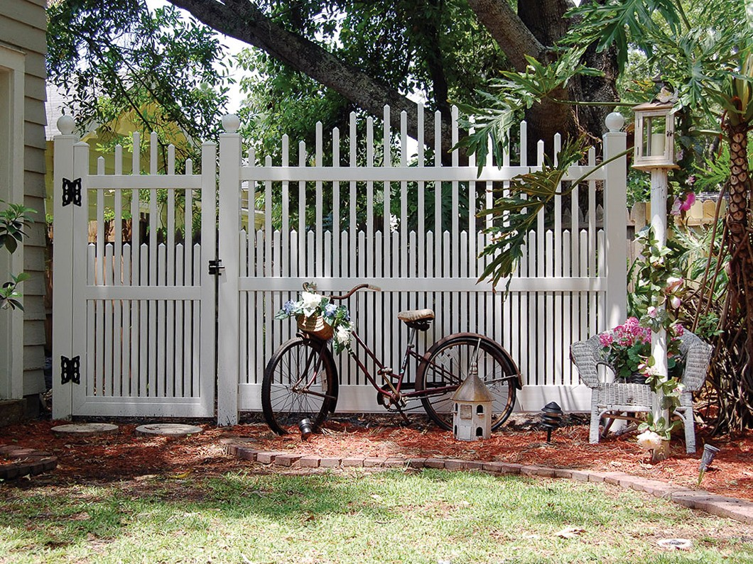 Dawson Vinyl Picket Fence Picture