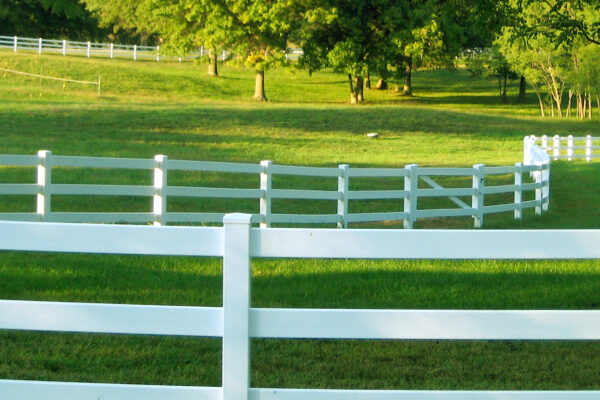3 rail vinyl fence picture