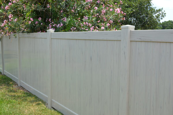 Almond Streaked Lakeland vinyl fence picture