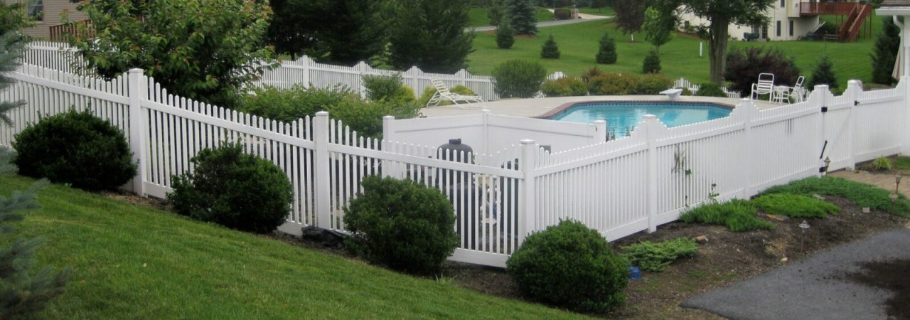 Hampton Step white vinyl fence picture